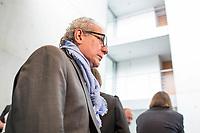 """8. Sitzung des """"1. Untersuchungsausschuss"""" der 19. Legislaturperiode des Deutschen Bundestag am Donnerstag den 26. April 2018 zur Aufklaerung des Terroranschlag durch den islamistischen Terroristen Anis Amri auf den Weihnachtsmarkt am Berliner Breitscheidplatz im Dezember 2016.<br /> Es fand an diesem Sitzungstag eine oeffentliche Anhoerung von sieben Sachverstaendigen und einem AfD-Foerderer zum Thema: """"Gewaltbereiter Islamismus und Radikalisierungsprozesse"""" statt.<br /> Im Bild: Der Mannheimer Werbefilmer und aktiver Foerderer der rechtsnationalistischen """"Alternative fuer Deutschland"""", AfD, Imad Karim. In einer ARD-Dokumentation wird Karim als Beispiel fuer die Verbreitung von """"Fake News"""" angefuehrt. Imad Karim ist von der Fraktion der AfD als Experte geladen.<br /> 26.4.2018, Berlin<br /> Copyright: Christian-Ditsch.de<br /> [Inhaltsveraendernde Manipulation des Fotos nur nach ausdruecklicher Genehmigung des Fotografen. Vereinbarungen ueber Abtretung von Persoenlichkeitsrechten/Model Release der abgebildeten Person/Personen liegen nicht vor. NO MODEL RELEASE! Nur fuer Redaktionelle Zwecke. Don't publish without copyright Christian-Ditsch.de, Veroeffentlichung nur mit Fotografennennung, sowie gegen Honorar, MwSt. und Beleg. Konto: I N G - D i B a, IBAN DE58500105175400192269, BIC INGDDEFFXXX, Kontakt: post@christian-ditsch.de<br /> Bei der Bearbeitung der Dateiinformationen darf die Urheberkennzeichnung in den EXIF- und  IPTC-Daten nicht entfernt werden, diese sind in digitalen Medien nach §95c UrhG rechtlich geschuetzt. Der Urhebervermerk wird gemaess §13 UrhG verlangt.]"""