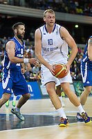 20 AUG 2014 - LONDON, GBR - Dan Clark (GBR) (right) from Great Britain looks to pass during the men's 2015 EuroBasket 3rd Qualifying Round game against Iceland at the Copper Box Arena in the Queen Elizabeth Olympic Park in Stratford, London, Great Britain (PHOTO COPYRIGHT © 2014 NIGEL FARROW, ALL RIGHTS RESERVED)