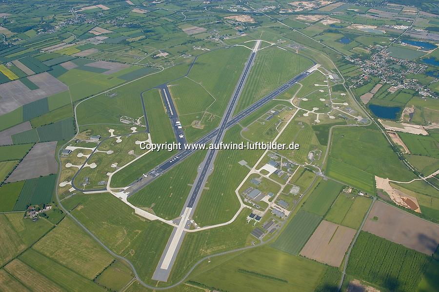 """4415/Flugplatz Kropp Jagel:EUROPA, DEUTSCHLAND, SCHLESWIG- HOLSTEIN, 08.06.2005: Kropp/Jagel<br />Heimat des Aufklaerungsgeschwader 51 der Luftwaffe <br />""""Immelmann"""" ist der ehemalige Marinefliegerhorst Schleswig/ Jagel . Das Areal hat eine groesse über 600 Hektar. <br /><br />Militaerflugplatz, Flugplatz, Bundeswehr<br />Luftaufnahme, Luftbild,  Luftansicht"""