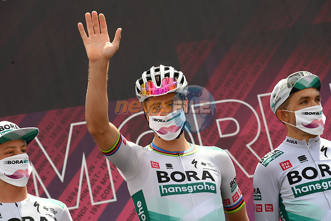 Peter Sagan (SVK) Bora-Hansgrohe at sign on before the start of Stage 8 of the 2021 Giro d'Italia, running 170km from Foggia to Guardia Sanframondi, Italy. 15th May 2021.  <br /> Picture: LaPresse/Gian Mattia D'Alberto | Cyclefile<br /> <br /> All photos usage must carry mandatory copyright credit (© Cyclefile | LaPresse/Gian Mattia D'Alberto)
