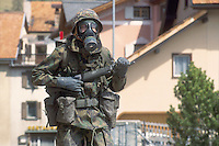 - Swiss army, training to the combat in NBC environment (Nuclear, Bacteriological and Chemical)....- esercito svizzero, addestramento al combattimento in ambiente NBC (Nucleare, Batteriologico e Chimico)