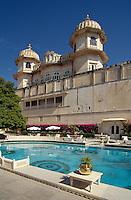 Indien, Udaipur (Rajasthan), Pool im Shiv Niwas Palast Hotel