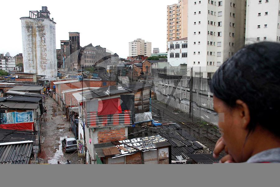 SÃO PAULO,SP,01 JANEIRO 2012 - IMPLOSÃO  EDIFICIO MOINHO<br /> Implosão do edifício Moinho, na região central de São Paulo, que pegou fogo no último dia 22.FOTO ALE VIANNA - NEWS FREE.