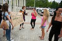 """Etwa zwei dutzend Menschen protestierten am Samstag den 8. Juni 2013 in Berlin gegen die """"1. Nackfussball EM der Frauen"""". Die US-Firma """"New Sport Events"""" hatte fuer diese Veranstaltung internationale Pornodarstellerinnen engagiert.<br />Im Bild: Mitwirkende diskutieren mit den Protestierenden.<br />8v.6.2013, Berlin<br />Copyright: Christian-Ditsch.de<br />[Inhaltsveraendernde Manipulation des Fotos nur nach ausdruecklicher Genehmigung des Fotografen. Vereinbarungen ueber Abtretung von Persoenlichkeitsrechten/Model Release der abgebildeten Person/Personen liegen nicht vor. NO MODEL RELEASE! Don't publish without copyright Christian-Ditsch.de, Veroeffentlichung nur mit Fotografennennung, sowie gegen Honorar, MwSt. und Beleg. Konto:, I N G - D i B a, IBAN DE58500105175400192269, BIC INGDDEFFXXX, Kontakt: post@christian-ditsch.de<br />Urhebervermerk wird gemaess Paragraph 13 UHG verlangt.]"""