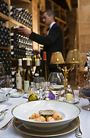 """Europe/France/Ile de France/75008/Paris: Lors d'un repas """"Accord mets vins"""" organisé par Eric Beaumard  dans les caves du Restaurant """"le Cinq"""" à l'Hotel  Four Seasons Georges V"""