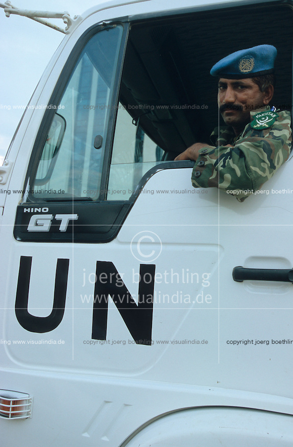 BURUNDI, Bujumbura, Pakistani soldier of UN peace keeping mission / Soldat der UN Friedenstruppe in Bujumbura
