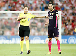 FC Barcelona's Sergio Busquets have words with the referee Mateu Lahoz during La Liga match. August 28,2016. (ALTERPHOTOS/Acero)