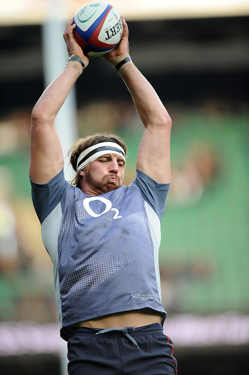Tom Wood of England practises a lineout drill before the Old Mutual Wealth Series match between England and Argentina at Twickenham Stadium on Saturday 26th November 2016 (Photo by Rob Munro)