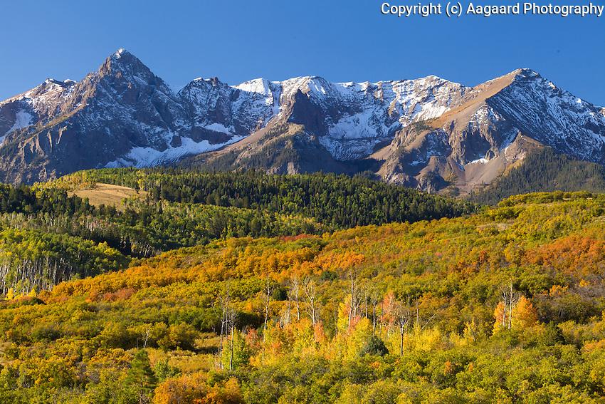 Dallas Divide, autumn morning.<br /> <br /> Canon EOS 5D Mk II, 70-200 f/2.8L lens, polarizing filter