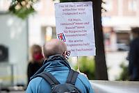 """Am Samstag den 16. Mai 2020 demonstrierten in Berlin an mehreren Orten linke und antifaschistische Organisationen wie die """"Omas gegen Rechts"""", die """"Vereinigung der Verfolgten des Naziregimes/Bund der Antifaschisten"""" (VVN/BdA) und """"Berlin gegen Rechts"""" gegen sog. """"Hygiene-Demonstrationen"""", welche sich gegen die Einschraenkungen zur Eindaemmung der Covid-19-Pandemie richten. An diesen """"Hygiene-Demonstrationen"""" nehmen Verschwoerungsanhaenger, Hooligans, Neonazis und andere Rechte teil.<br /> Im Bild: Antifaschistischer Protest in Berlin-Mitte.<br /> 16.5.2020, Berlin<br /> Copyright: Christian-Ditsch.de<br /> [NUR FUER REDAKTIONELLE ZWECKE! Werbung nur auf Anfrage beim Fotografen. Inhaltsveraendernde Manipulation des Fotos nur nach ausdruecklicher Genehmigung des Fotografen. Vereinbarungen ueber Abtretung von Persoenlichkeitsrechten/Model Release der abgebildeten Person/Personen liegen nicht vor. NO MODEL RELEASE! Don't publish without copyright Christian-Ditsch.de, Veroeffentlichung nur mit Fotografennennung, sowie gegen Honorar, MwSt. und Beleg. Konto: I N G - D i B a, IBAN DE58500105175400192269, BIC INGDDEFFXXX, Kontakt: post@christian-ditsch.de<br /> Bei der Bearbeitung der Dateiinformationen darf die Urheberkennzeichnung in den EXIF- und  IPTC-Daten nicht entfernt werden, diese sind in digitalen Medien nach §95c UrhG rechtlich geschuetzt. Der Urhebervermerk wird gemaess §13 UrhG verlangt.]"""