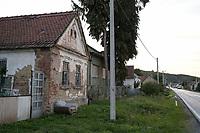 CROATIA, Slavonia, abandoned house in village / KROATIEN, Slawonien, verlassene Häuser in Dörfern