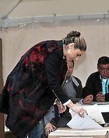 BOGOTA – COLOMBIA -  09-03-2014: Natalia Gutierrez Jaramillo,  Vice Ministra del Interior de Colombia, ejerce su derecho al voto durante las elecciones parlamentarias en Bogotá, Colombia, hoy 9 de marzo de 2014. Los colombianos elegirán por voto directo en las urnas 102 nuevos miembros del Senado de la República, 166 representantes a la Cámara de Representantes y 5 representantes al Parlamento Andino. / Natalia Gutierrez Jaramillo,  Vice Minister  of Interior of Colombia, exerts his right to vote in the parliamentary elections in Bogota, Colombia, today March 9, 2014. Colombians will elect by direct vote at the polls 102 new members of the Senate, 166 representatives to the House of Representatives and five representatives to the Andean Parliament. Photo: VizzorImage/ Luis Ramirez / Staff.
