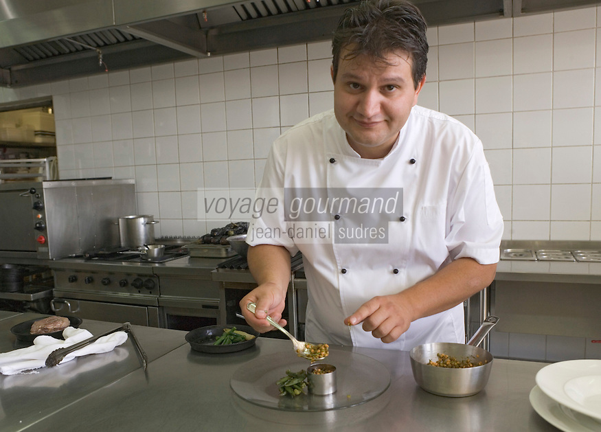 """Asie/Israël/Galilée/Rosh Pina/Safed: Chaim Tibi chef du restaurant """"Muscat"""" de l'Hotel Restaurant """"Mizpe Hayamim"""" avec sa ferme bio créé par le docteur Yaros Yaroshlavsky dans les années 60"""