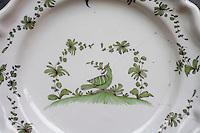 Europe/France/Aquitaine/40/Landes/ Samadet: Musée de la Faïence et des arts de la table _Vieille assiette en faïence de  Samadet représenantant une  oie