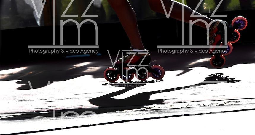 BOGOTA - COLOMBIA - 27-01-2017: Steven Baldion, patinador del Club Gamo de Casanare, durante la prueba de los 10000 metros Eliminacion mas Puntos Juvenil Varones, en la IV Valida Nacional Interclubes de Carreras 2017 en el Patinodromo El Salitre de la ciudad de Bogota. / Steven Baldion, skater of  Club Gamo of Casanare, during the 10000 meters Elimination and points test Junior Men as part of the IV Interclubs National Valid of Speed Race 2017 at El Salitre Patinodromo in Bogota city Photo: VizzorImage / Luis Ramirez / Staff.