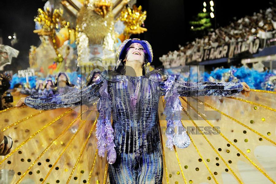 SÃO PAULO, SP, 06 DE MARÇO DE 2011 - CARNAVAL 2011 / GAVIÕES DA FIEL  - Integrante da Gaviões da Fiel durante o segundo dia dos desfiles as escolas do Grupo Especial de São Paulo, no Sambódromo do Anhembi, zona norte da capital paulista, na madrugada deste domingo. (06). (FOTO: ALE VIANNA / NEWS FRE).