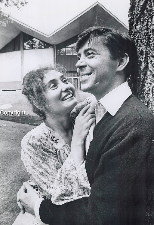 1975 FILE PHOTO - ARCHIVES -<br /> <br /> 1975 FILE - <br /> <br /> Actors, Brian Bedford , and Kathleen Widdoes<br /> <br /> PHOTO : <br /> Bull, Ron<br /> <br /> PHOTO : Ron BULL - Toronto Star Archives - AQP