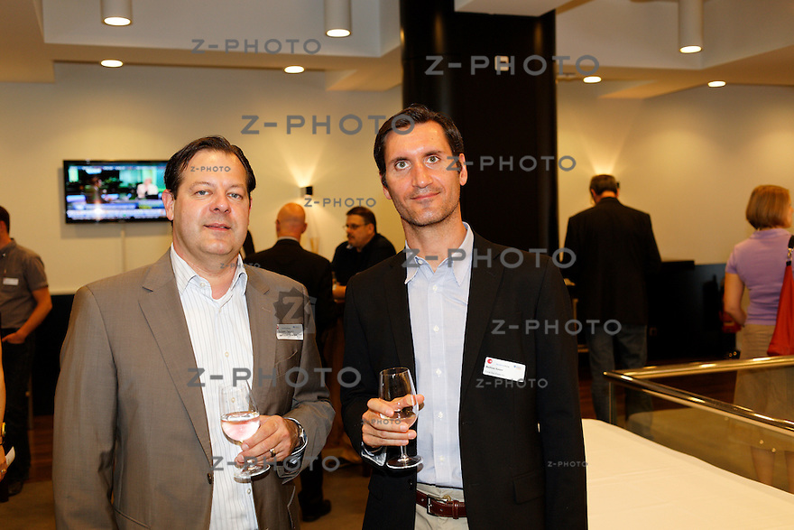 v.l.n.r. Andreas Geppert - nextVision Consulting GmbH, Mathias Kaiser - Prime Sun Power Inc.<br /> am 30. SKO-LeaderCircle am 12. Juni 2013 im SIX in Zuerich <br /> <br /> Copyright © Zvonimir Pisonic