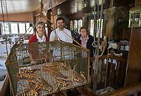 Europe/Espagne/Pays Basque/ Pasajes de San Juan: Restaurant Casa Camara le vivier et ses langoustes situé à l'intérieur de la salle de restaurant