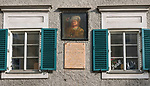 Oesterreich, Salzburger Land, Salzburg: Gedenktafel am Paracelsus-Wohnhaus am Platzl, der Arzt Theophrastus von Hohenheim wohnte hier von 1540-1541 | Austria, Salzburger Land, Salzburg: memorial plaque at residential house of medico Paracelsus (Theophrastus von Hohenheim) who lived here 1540-1541