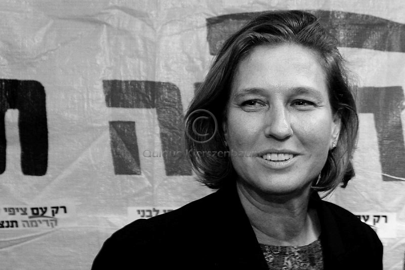 Kadima leader Tzipi Livni campaigns at the local Kadima party offices on September 10, 2008 in Haifa, I Photo by Quique Kierszenbaum