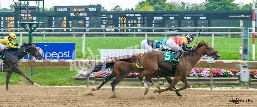 Palatial Times winning at Delaware Park on 10/4/21