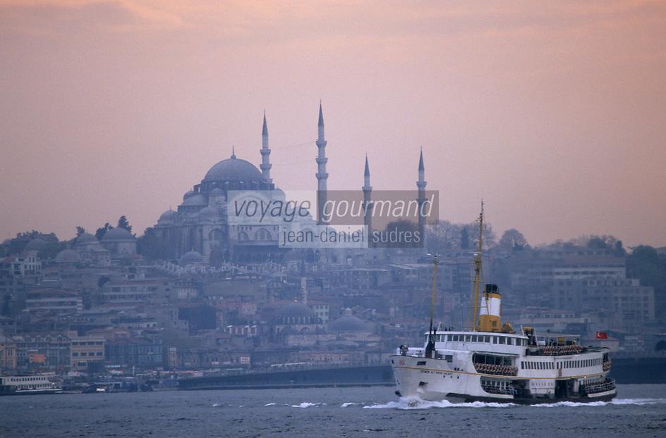 """Europe/Turquie/Istanbul : Navigation sur le Bosphore - Basilique Sainte-Sophie et la mosquée Bleue  //  Europe / Turkey / Istanbul: The """"Pierre Loti"""" café - e Istanbul: Navigation on the Bosphorus - Hagia Sophia and the Blue Mosque"""