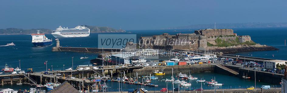 Royaume-Uni, îles Anglo-Normandes, île de Guernesey, Saint Peter Port, le port et Castle Cornet  // United Kingdom, Channel Islands, Guernsey island, Saint Peter Port, Castle Cornet and the harbour