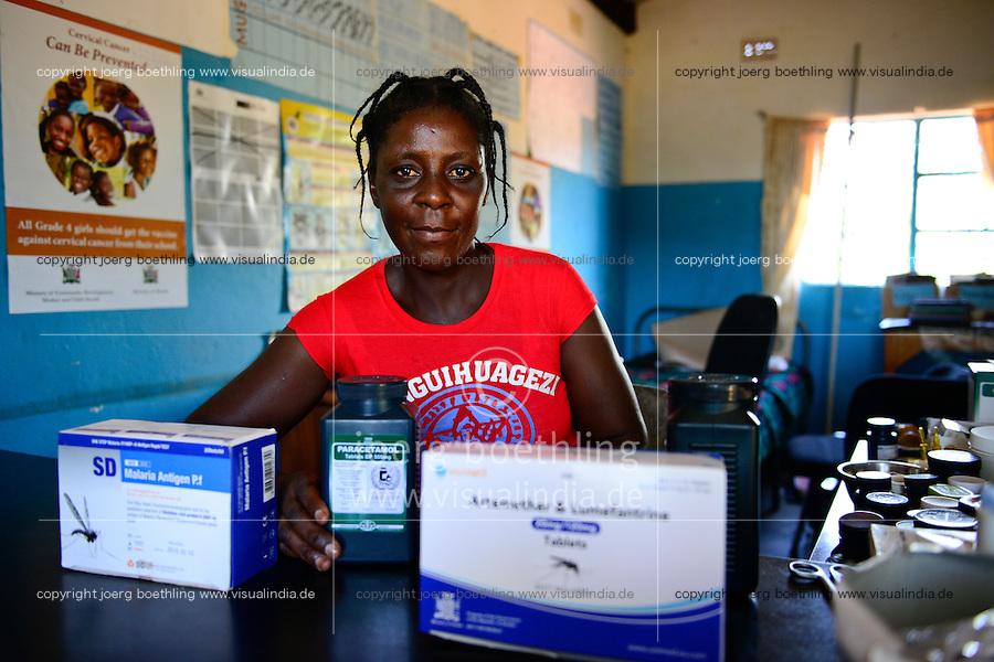Zambia Chiawa, health center in village, nurse Laika Nyabawo with Malaria drugs / SAMBIA Chiawa, Gusundheitsstation im Dorf, Krankenschwester Laika Nyabawo mit Malaria Medikamenten