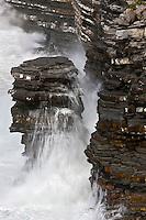 Europe/France/Aquitaine/64/Pyrénées-Atlantiques/Pays-Basque/Saint-Jean-de-Luz: Tempête et embruns sur les rochers à la Pointe Sainte-Barbe