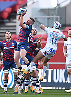 23rd April 2021; Ashton Gate Stadium, Bristol, England; Premiership Rugby Union, Bristol Bears versus Exeter Chiefs; Andy Uren of Bristol Bears takes the high ball under pressure from Tom O'Flaherty of Exeter Chiefs