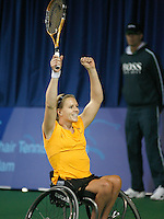 18-11-07, Netherlands, Amsterdam, Wheelchairtennis Masters 2007, Esther Vergeer in jubilation winning her tenth masters