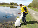20/04/2010   Copyright  Pic : James Stewart.15_helix_litter  .::  HELIX PROJECT ::  KIDS FROM BRAES HIGH SCHOOL TAKE PART IN THE LITTER PICK AT THE FORTH & CLYDE CANAL BETWEEN LOCK 2 AND THE BLUE BRIDGE ::.
