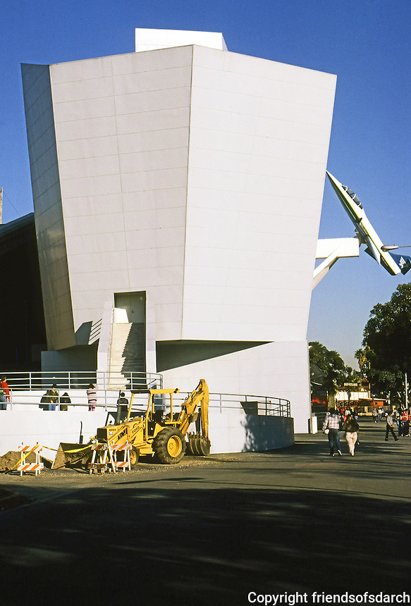 Frank Gehry: Aerospace Museum, Exposition Park, Los Angeles, 1984. Photo '87.