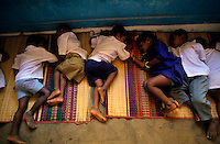 INDIA Tamil Nadu, sleeping children in child care home / INDIEN schlafende Kinder in einem Kindergarten