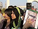 Iraq 2011<br /> The Kurdish new generation at an exhibition of photos taken by Kurdish photographers in the minaret park of Erbil<br /> Irak 2011<br /> Jeunes femmes kurdes a une exposition de photographes kurdes dans le parc du Minaret a Erbil