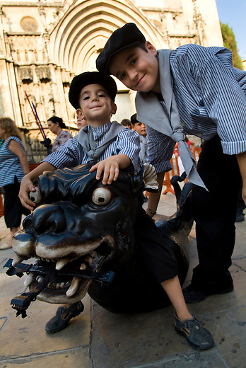 Vilafranca del Pnedes, Barcelona, Catalonia, childrens day, Joel and his brother Pol, Dragons group