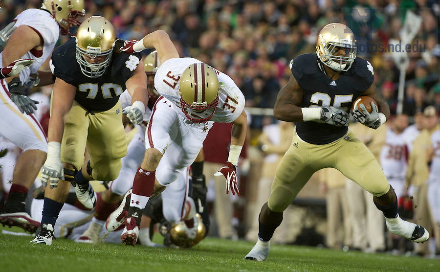 November 19, 2011; Notre Dame Fighting Irish running back Jonas Gray rushes for a 26-yard touchdown during the first quarter against the Boston College Eagles. Photo by Barbara Johnston/University of Notre Dame.