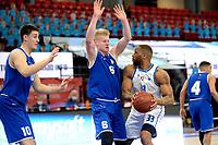27-02-2021: Basketbal: Donar Groningen v Den Helder Suns: Groningen Donar speler Juwann James (r) met Den Helder speler Mickey Kolhorn