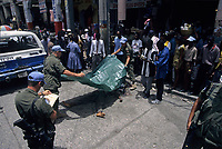 Canadian army soldierscover an Haitian who just got killed , during the United Nation<br /> 1997 peace mission in Haiti.<br /> <br /> Les soldats de l'armée Canadienne durant la mission de paix de l'ONU en 1997 en Haiti.<br /> <br /> photo : (c)  Images Distribution