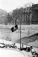 France. Ile-de-france Department. Paris. Bastille district. Winter season. A pirate flag flying from flagpole in the wind. Boat's mast. Snow fall. Seine river. 23.02.05 © 2005 Didier Ruef