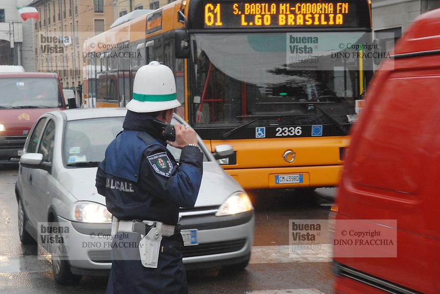 - Milan, urban policemen direct the traffic ....- Milano, vigili urbani dirigono il traffico