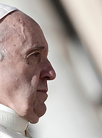Papa Francesco al termine dell'udienza generale del mercoledi' in Piazza San Pietro, Citta' del Vaticano, 4 ottobre, 2017.<br /> Pope Francis leaves at the end of his weekly general audience in St. Peter's Square at the Vatican, on October 11, 2017.<br /> UPDATE IMAGES PRESS/Isabella Bonotto<br /> <br /> STRICTLY ONLY FOR EDITORIAL USE