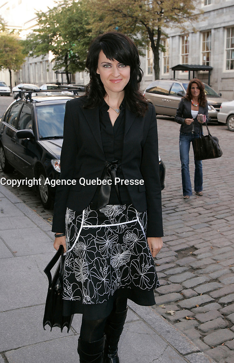 Genevieve Borne, TV host and journalist arrive at  Sophie Chiasson book launch, 2006-09-21<br /> Photo by P. Roussel / Images Distribution