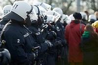 Mehrere tausend Menschen protestierten am Samstag den 18. Januar 2014 in Magdeburg gegen eine Demonstration von ca. 700 Neonazis. Die Nazis demonstrierten in Gedenken an die Bombardierung von Magdeburg am 16.1.1945 durch die Alliierten.<br />Die Polizei verhinderte erfolgreich alle Blockadeversuche der Gegendemonstranten. Dafür waren Polizeieinheiten aus Berlin, Niedersachsen, Sachsen und Hessen nach Magdeburg beordert worden.<br />Im Bild: Polizeibeamte sperren eine Elbbruecke, und lassen die Menschen nicht zu einer SPD-Veranstaltung auf der Ostseite der Elbe in Magdeburg-Herrenkrug. In der Naehe der SPD-Veranstaltung sollen Neonazis aufmarschiert sein.<br />18.1.2014, Magdeburg<br />Copyright: Christian-Ditsch.de<br />[Inhaltsveraendernde Manipulation des Fotos nur nach ausdruecklicher Genehmigung des Fotografen. Vereinbarungen ueber Abtretung von Persoenlichkeitsrechten/Model Release der abgebildeten Person/Personen liegen nicht vor. NO MODEL RELEASE! Don't publish without copyright Christian-Ditsch.de, Veroeffentlichung nur mit Fotografennennung, sowie gegen Honorar, MwSt. und Beleg. Konto:, I N G - D i B a, IBAN DE58500105175400192269, BIC INGDDEFFXXX, Kontakt: post@christian-ditsch.de<br />Urhebervermerk wird gemaess Paragraph 13 UHG verlangt.]