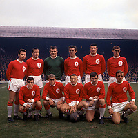 16.10.1964  Team line-up of Liverpool, showing Gordon Milne, Gerry Byrne, goalie Tommy Lawrence, Chris Lawler, Ron Yeats, Willie Stevenson Tony Hateley, Roger Hunt, Ian St. John, Tommy Smith, Peter Thompson; 1964/1965 Liverpool, First Division