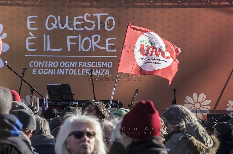 Com,  manifestazione contro il fascismo 9 dic 2017, e questo è il fiore, bella ciao,