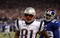 Wide Receiver Randy Moss (Patriots)<br /> New York Giants vs. New England Patriots<br /> *** Local Caption *** Foto ist honorarpflichtig! zzgl. gesetzl. MwSt. Auf Anfrage in hoeherer Qualitaet/Aufloesung. Belegexemplar an: Marc Schueler, Am Ziegelfalltor 4, 64625 Bensheim, Tel. +49 (0) 6251 86 96 134, www.gameday-mediaservices.de. Email: marc.schueler@gameday-mediaservices.de, Bankverbindung: Volksbank Bergstrasse, Kto.: 151297, BLZ: 50960101