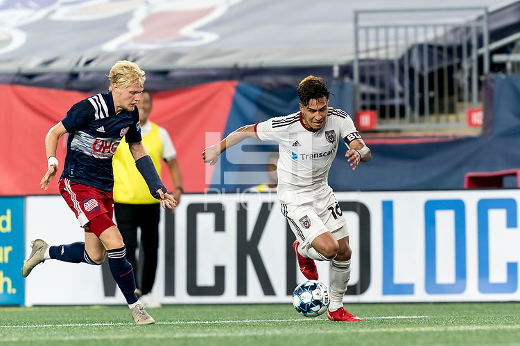 FOXBOROUGH, MA - SEPTEMBER 09: Ronaldo Pineda #16 of Chattanooga Red Wolves SC on the attack during a game between Chattanooga Red Wolves SC and New England Revolution II at Gillette Stadium on September 09, 2020 in Foxborough, Massachusetts.