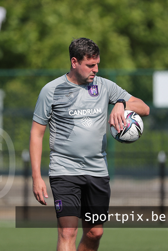 goalkeeper trainer Franck Boeckx of Anderlecht pictured<br /> during the warm up before a friendly soccer game between K Londerzeel SK and RSC Anderlecht Reserves during the preparations for the 2021-2022 season , on Wednesday 21st of July 2021 in Londerzeel , Belgium . PHOTO SEVIL OKTEM | SPORTPIX